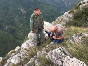 experts-documenting-traces-of-chamoix-in-company-of-ranger-from-np-mavrovo